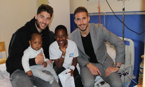 Paul Lasne et Benjamin Lecomte en visite à l'hôpital Gui de Chauliac