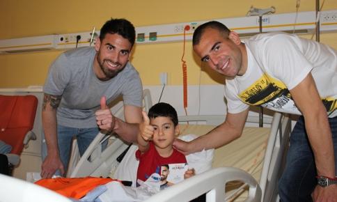 Damien Le Tallec et Petar Škuletić en visite à l'hôpital Gui de Chauliac